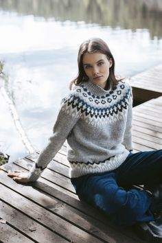 Vuorikiipeilijä-neulepusero Novita Natura Lace Patterns, Mosaic Patterns, Nordic Sweater, Fair Isle Knitting, Sweater Knitting Patterns, Stockinette, Wool Yarn, Pattern Design, Knitwear