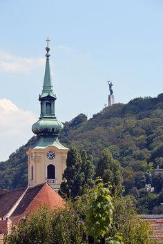 https://flic.kr/p/CAAhp2   Budapest - Budavári Palota - View on church and Szabadság szobor   Pictures by Björn Roose. Magyarország/Hungary, 2015.