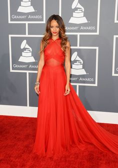 Rihanna was pure perfection in this Azzedine Alaia Couture gown. She looked absolutely flawless with her hair, makeup, accessories. Rihanna was my best dressed woman at the 2013 Grammy Awards, and I hope to see her looking more like this! Grammys 2013, Rihanna Dress, Rihanna Red Hair, Rihanna Fan, Rihanna Outfits, Rihanna Photos, Beyonce, Day Dresses