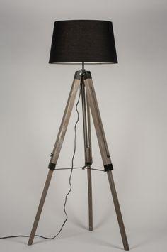 Artikel 30684 Deze mooie driepoot lamp van hout heeft een zwarte, stoffen kap en details in mat zwarte kleur. Het houten armatuur heeft een ruwe, stoere afwerking en een doorleefde kleur. http://www.rietveldlicht.nl/artikel/vloerlamp-30684-eigentijds_klassiek-landelijk-rustiek-retro-industrie-look-zwart-hout-stof-rond