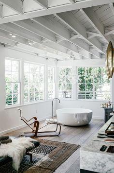 Esse é um banheiro luxuoso. Uau!