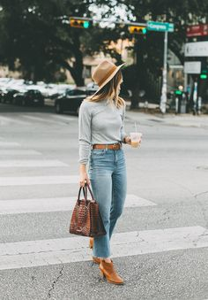 Elegant Outfits Ideas With Denim Jeans For Fall 2019 - Jeans are a year-round outfit and can be easily worn during those chilly autumn days. Their immense flexibility and incredibly easy customization have. Source by ayayoutfitsdotcom outfits jeans Cropped Jeans Outfit, Flare Jeans Outfit, Jeans Outfit Winter, Fall Outfits, Casual Outfits, Fashion Outfits, Crop Flare Jeans, Kick Flare Jeans, Crop Jeans