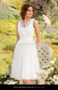 Short Wedding dres Designer Knee-length Wedding Gown Floral decor Bohemian Wedding  dress Made to order f05e6667a784