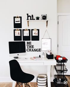 Recamier: know what it is and how to use it in decoration with 60 ideas - Home Fashion Trend White Office Decor, Black And White Office, White Room Decor, Study Room Decor, Room Ideas Bedroom, Office Wall Decor, Office Walls, Black Decor, Work Desk Decor