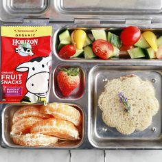 Adorable lunch idea that my boys would love! Nutritious Snacks, Healthy Snacks, Healthy Kids, Organic Fruit Snacks, Kid Sandwiches, Camping Snacks, Love Food, Fun Food, On The Go Snacks