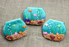 Fish tank cookies and how to make edible sand by Royal Icing Diaries Fish Cookies, Fancy Cookies, Iced Cookies, Cute Cookies, Royal Icing Cookies, Cupcake Cookies, Cookies Decorados, Galletas Cookies, Edible Sand