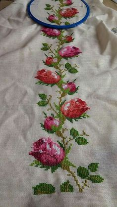 This Pin was discovered by Hül Just Cross Stitch, Cross Stitch Borders, Modern Cross Stitch, Cross Stitch Flowers, Cross Stitch Charts, Cross Stitch Designs, Cross Stitching, Cross Stitch Patterns, Diy Embroidery