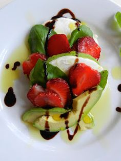 Previous pinner: avocado + strawberries + fresh mozzarella = yummy!