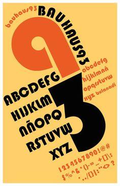 En los primeros años de la Bauhaus en Weimar la tipografía aun no desempeñaba un rol importante. Al principio su uso era circunstancial y restringido al uso práctico relativo a los impresos misceláneos.