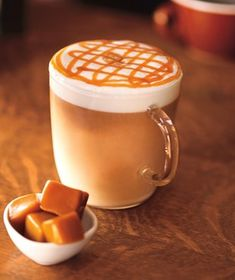 Copycat recipe for a Caramel Macchiato. This recipe uses vanilla syrup, steamed milk and caramel sauce. Specialty syrups available at Starbucks coffee shop. Bebidas Do Starbucks, Café Starbucks, Starbucks Caramel, Caramel Latte, Starbucks Coupon, Milk Shakes, Carmel Macchiato, Caramel Macchiato Recipe, Chocolate Cafe