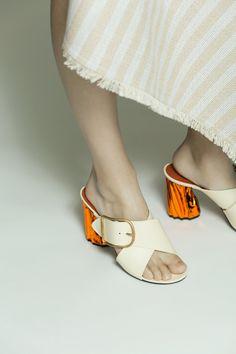 Acne Studios Olej cream / orange Metallic heel mules