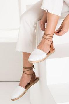 TRENDYOLMİLLA Hakiki Deri Beyaz Bilekten Bağlamalı Kadın Espadril https://modasto.com/trendyolmilla/kadin-ayakkabi/br41296ct13 #modasto #giyim