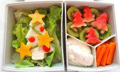 Christmas Bento lunch, ham Christmas tree sandwich,Kiwi fruit, watermelon, carrot sticks and dipping yogurt www.bentoland.com.au Carrot Sticks, Bento Recipes, Kiwi, Kids Meals, Ham, Yogurt, Sushi, Watermelon, Carrots