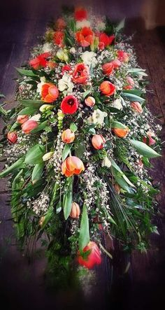 This is absolutely beautiful.This says: Sargauflage Frühling Casket Flowers, Funeral Flowers, Wedding Flowers, Funeral Floral Arrangements, Flower Arrangements, Funeral Caskets, Cemetery Decorations, Casket Sprays, Memorial Flowers