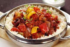 Vegetarisk chili- & böngryta med citronyoghurt och mynta