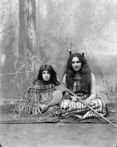 Studio portrait of two young women wearing traditional Maori clothing - Photographed by William Henry Thomas Partington Polynesian People, Henry Thomas, Maori People, Maori Designs, Aboriginal Culture, Nz Art, Hula Dancers, Maori Art, People Of The World