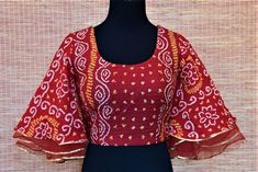 Shop red bandhani saree blouse online in usa with bell sleeves Sari Design, Choli Blouse Design, Saree Blouse Neck Designs, Fancy Blouse Designs, Choli Designs, Kurta Designs, Latest Kurti Designs, Designer Kurtis, Outfit Invierno