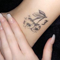 mini tattoos unique * mini tattoos _ mini tattoos with meaning _ mini tattoos unique _ mini tattoos simple _ mini tattoos for girls with meaning _ mini tattoos men _ mini tattoos best friends _ mini tattoos with meaning for women Dainty Tattoos, Dope Tattoos, Pretty Tattoos, Mini Tattoos, Small Tattoos, Tattoos For Guys, Tattoos Of Lips, Tatoos, Awesome Tattoos