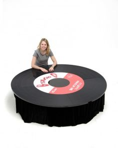 Music Themed Props: Vinyl Record Themed Table Top I want! 50s Theme Parties, Music Themed Parties, Music Party, 80s Theme, Grad Parties, Party Themes, Party Ideas, Disco Theme, Disco Party