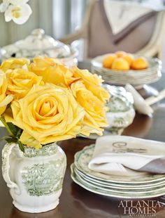An entertaining-friendly tablescape.