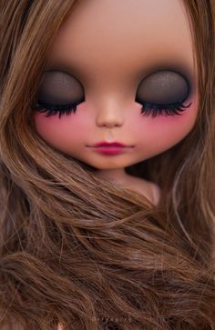 Erregiro newest brown Blythe.I know this is a doll but these colors would be adorable for makeup Ooak Dolls, Blythe Dolls, Barbie Dolls, Art Dolls, Pretty Dolls, Beautiful Dolls, Enchanted Doll, Little Doll, Custom Dolls