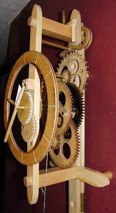Alan's wooden gear clock page