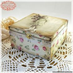 example of shabby style decoupage Decoupage Box, Decoupage Vintage, Vintage Crafts, Altered Cigar Boxes, Altered Tins, Shabby Chic Boxes, Pretty Box, Vintage Box, Keepsake Boxes
