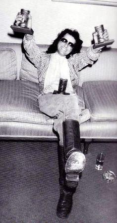 1977- Jimmy Looks sooo Happy! Love it!