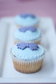 Complementamos tu mesa de postres con deliciosos cupcakes de diferentes sabores!!!