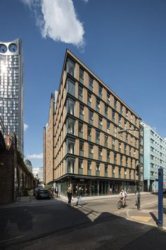 Highline Building,Hampton Street - student housing, architecture, Elephant and Castle, regeneration, corner glazing, metal profile, brick panels, stacking, building base, railway arches