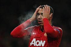 Sau khi chiêu mộ thành công Danny Welbeck vào phút chót, Arsenal tiếp tục lên kế hoạch đưa một cầu thủ trẻ khác của Man Utd, Chris Smalling về Emirates. Bên cạnh đó là thông tin bong da   http://bongda.wap.vn/ Việc Arsenal...