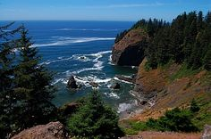 The Oregon coast is gorgeous and rugged, filled with huge surf and stunning views while inland on the Columbia River is quite different. Ocean Canvas, Columbia River, Beautiful Places In The World, Oregon Coast, Stunning View, Surfing, America, Roads, Water