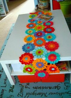 Flower crochet table runner - Inspiration only, no pattern. Maybe if I begged for my birthday . Crochet Home Decor, Crochet Crafts, Yarn Crafts, Crochet Projects, Diy And Crafts, Crochet Curtains, Crochet Doilies, Crochet Flowers, Doily Rug