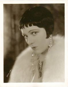 Iris Stuart, born as Frances McCann, she attended secretarial school before becoming a magazine cover girl who was much favored by artists. Her picture was used as a model for a jewelry advertisement. Classic Bob, 1920s Hair, Louise Brooks, Young Actresses, 20s Fashion, Old Hollywood Glamour, Silent Film, Hollywood Celebrities, Vintage Hairstyles