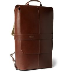 Days out on your bike require you to be a hands-free, and this handsome Brooks England 'Piccadilly' backpack can be carried either by the top handle or shoulder straps when you dismount. It's free of embellishment and external detailing ensuring a sleek, aerodynamic finish.