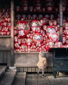Winter In Japan, Daruma Doll, Peach Lemonade, New Years Decorations, Japanese Interior, Maneki Neko, Japanese Market, Travel And Leisure, Japanese Culture