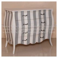 Buy Maya Bombay Chest from French Furniture Manufacturer. We are reproduction Furniture suppliers 100% exporter with French style good quality and classic furniture style. This Bedside is made from mahogany woods with good quality and good design has a strong construction. #CustomFurniture #GalleryFurniture #FurnitureOnline #ExporterFurniture #IndonesiaFurniture