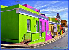 Colourful homes in Bo Kaap, Cape Town, South Africa. We'll be visiting the Bokap on my arts and Culture tour to South Africa. Cape Town Tourism, Places To Travel, Places To Visit, Travel Destinations, Colourful Buildings, Colorful Houses, Green Houses, Cape Town South Africa, Top Place