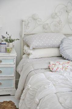Beach Cottage Bedroom : In Winter - Beach Decor Blog, Coastal Blog, Coastal Decorating
