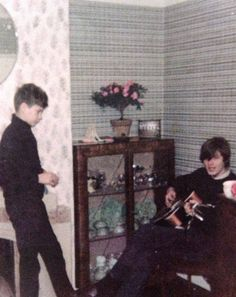 Very young David Gilmour Pink Floyd Shine On, Pink Floyd Poster, David Gilmour Pink Floyd, Skinny Puppy, Sing Me To Sleep, Good Daddy, Best Guitarist, Queen, Music Stuff