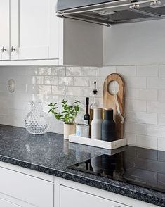 kitchen remodel small A beautiful kitchen corner via Menu Bottle Grinders in ash/carbon are now back in stock . Home Decor Kitchen, Kitchen Interior, New Kitchen, Home Kitchens, Kitchen Dining, Kitchen Ideas, Kitchen Decorations, Kitchen Cabinets, Dining Room