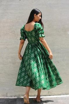 Girls Frock Design, Fancy Dress Design, Stylish Dress Designs, Indian Gowns Dresses, Brocade Dresses, Indian Fashion Dresses, Indian Outfits, Frocks And Gowns, Casual Frocks
