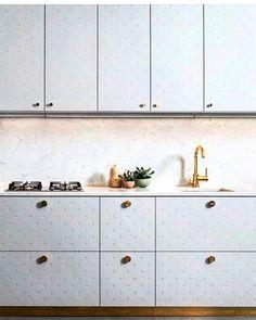 ➕➕➕➕➕➕ via #pinterest •  •  •  •  #cross #x #+ #kitchen #design #interior #interiorstyle #interiorstyling #stone #brass #details