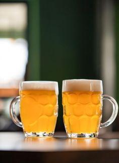 7 ακαταμάχητοι μεζέδες για μπίρα | Έθνος Beer, Mugs, Tableware, Food, Root Beer, Ale, Dinnerware, Tumblers, Tablewares
