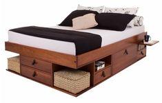 Já as camas com gavetas e nichos, além de terem visual diferenciado, podem ser usadas de maneira prática e versátil, inclusive com a possibilidade de embutir a mesa de cabeceira.