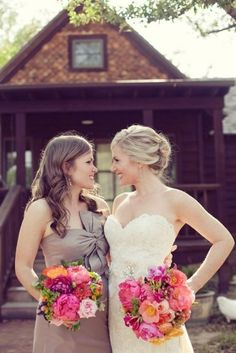 bride and maid of honor! Definitely want this picture with my sister!