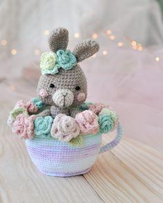 Newborn Crochet Patterns, Crochet Patterns Amigurumi, Crochet Hooks, Bunny Crochet, Crochet For Kids, Handmade Ideas, Handmade Toys, Cute Toys, Toddler Gifts