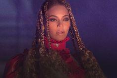 Beyoncé será atração musical do Coachella 2018. Confira essa e outras notícias do mundo da Música aqui no site da Antena 1. Confira!