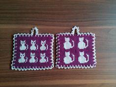 Minigrytlappar med katter Sunflower Pattern, Crochet Potholders, Plastic Canvas, Pot Holders, Rainy Days, Knitting, Cats, Trapper Keeper, Tejidos