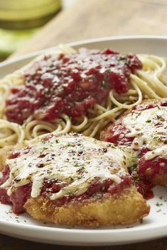 Italian cheeses and marinara sauce top two parmesan-breaded chicken breasts. Olive Garden's classic Chicken Parmigiana is served with a side of spaghetti. Chicken Parmesan Olive Garden, Olive Garden Chicken Parmigiana, Parmesan Crusted Chicken, Chicken Parmesan Recipes, Breaded Chicken, Eggplant Parmesan Olive Garden Recipe, Eggplant Recipes, Grilled Chicken, Olive Garden Recipes